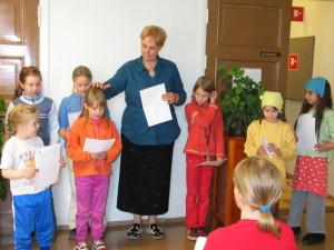Kirjailija Eppu Nuotio ja lapset