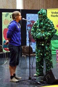 Konsta Hietanen ja Lehtevämies avajaisissa, kuva: Kulttuuritoimisto Terhi Siippainen