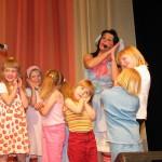 2003 Linkku-Liisa leikittää lapsia