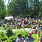 2005 Puistokonsertin aurinkoinen tunnelma